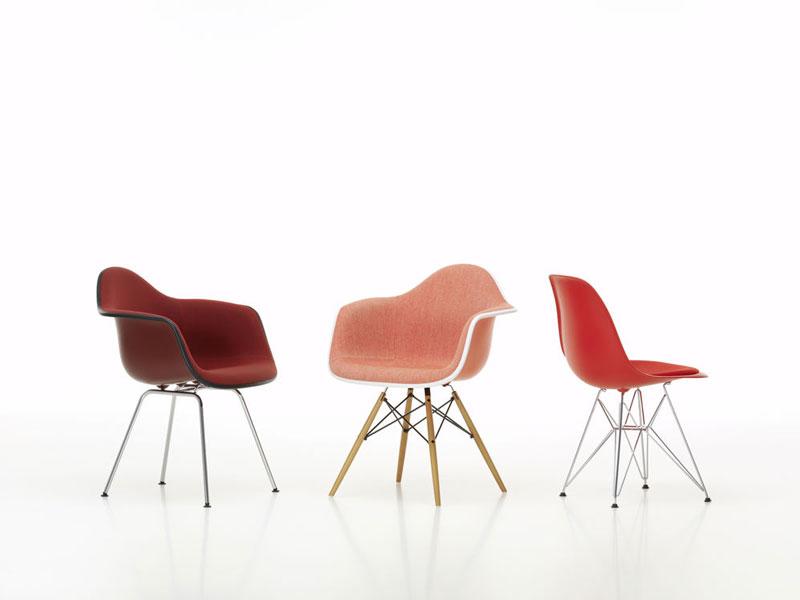Vitra moderniseert plastic chair van eames designinfo - Stoel rode huis van de wereld ...