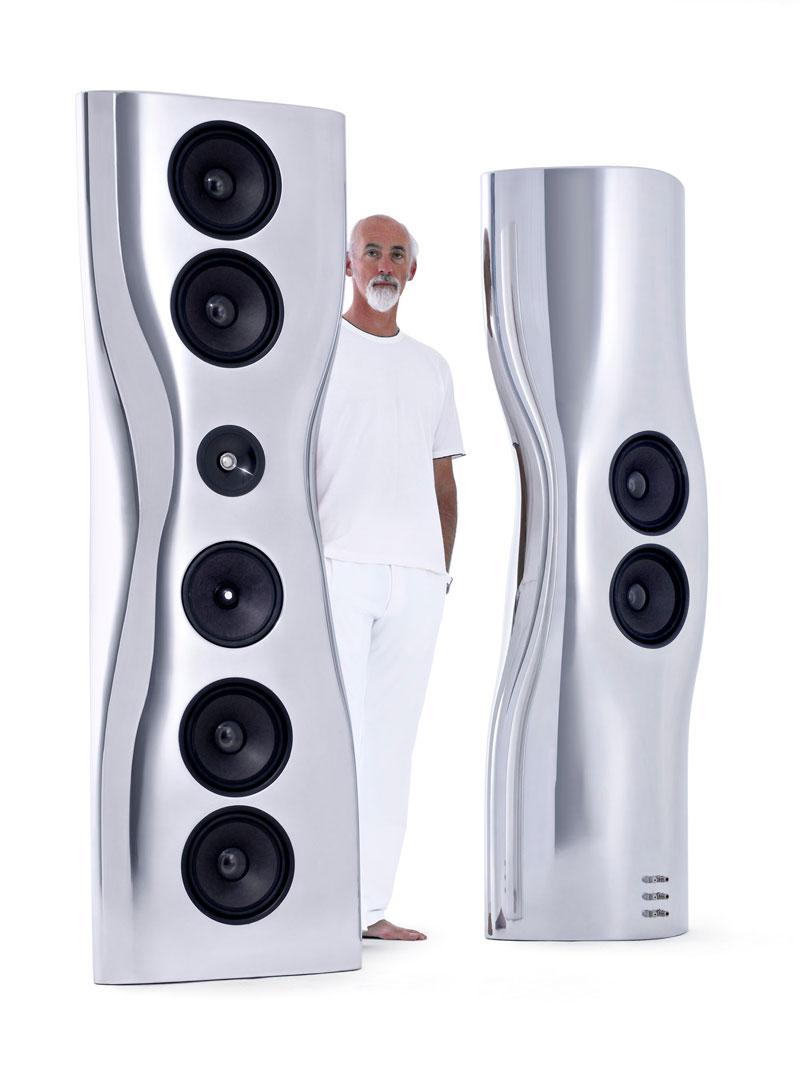 Ross Lovegrove ontwierp eerder al de Muon, een gelimiteerde speaker van twee meter hoog.